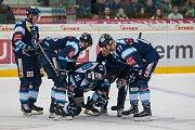 Utkání 23. kola Tipsport extraligy ledního hokeje se odehrálo 19. listopadu v liberecké Home Credit areně. Utkaly se celky Bílí Tygři Liberec a HC Kometa Brno. Na snímku zprava Tomáš Havlín a Michal Bulíř.