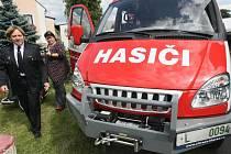 Za peníze z dotací Euronisy dostali dobrovolní hasiči v Bílém Kostele nový zásahový vůz.