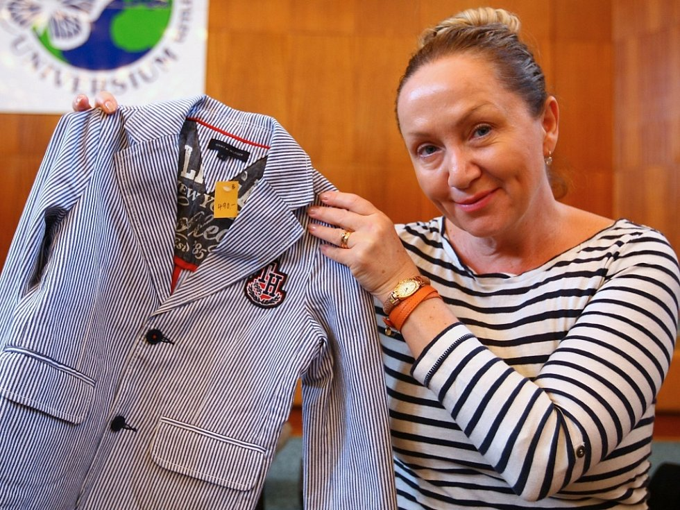 ZPĚVAČKA BÁRA BASIKOVÁ nabídla vlastní modely i modely svých kolegyň z divadla.