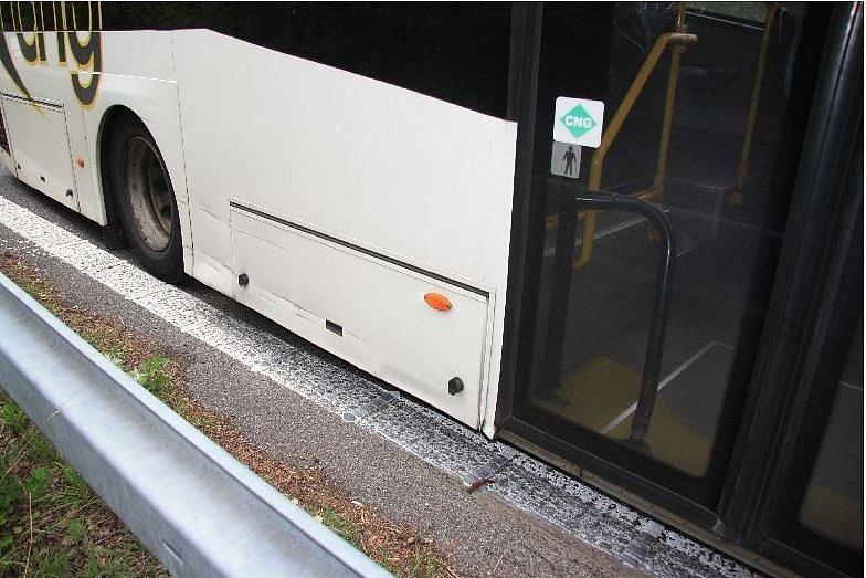 Poškozený autobus.