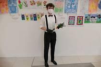 Michael Polívka při příležitosti Mezinárodního dne žen rozdával tulipány a informativní letáčky.