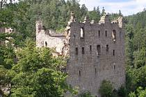 OYBIN. Zřícenina skalního hradu a kláštera ze 13. století patřila ve středověku českým pánům. Odměnou za náročný výstup vám může být působivý výhled na Žitavské hory.