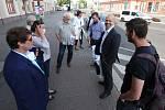 Účastníci předvolební debaty s Deníkem před nádražím v Liberci