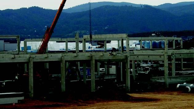 STAVBA - komplex Globusu v Obchodně průmyslové zóně.
