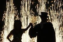 V Lidových sadech plesali politici a sršely ohňostroje.