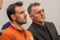 Obviněný Rumun Marius Vasilica Ailieseie při jednání u krajského soudu v Liberci. Muž je obžalován z vraždy čtyřiadvacetileté Ukrajinky.