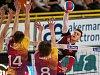 Druhé utkání play off volejbalové UNIQA Extraligy o třetí místo se odehrálo 21. dubna v Liberci. Utkaly se celky VK Dukla Liberec a VK Jihostroj České Budějovice. Na snímku vpravo Petr Michálek.