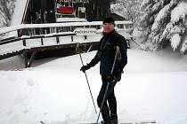 BÝVALÝ VRCHOLOVÝ SPORTOVEC JAROSLAV KERDA se na běžkách po Jizerkách prohání vždy, když mu to čas dovolí.