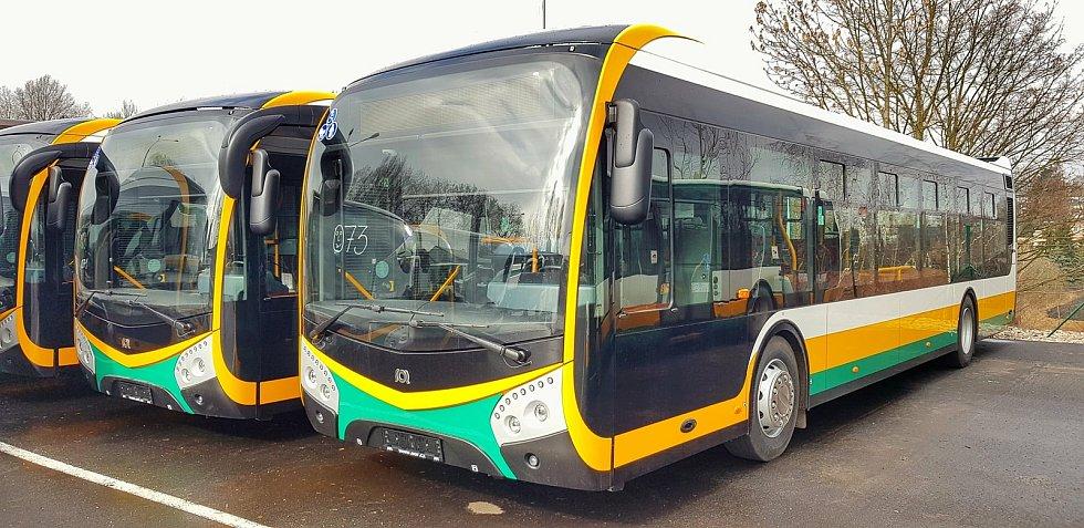 Osm nových autobusů Dopravního podniku měst Liberce a Jablonce nad Nisou se rozjelo do běžného provozu linek MHD.