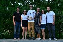 Křest románu Waldvilla proběhl koncem července. Na snímku její autor Miroslav Stuchlý (třetí zleva).