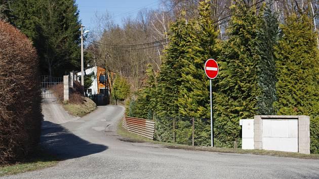 Zavedení jednosměrného provozu v ulici K Bedřichovce v Machníně.