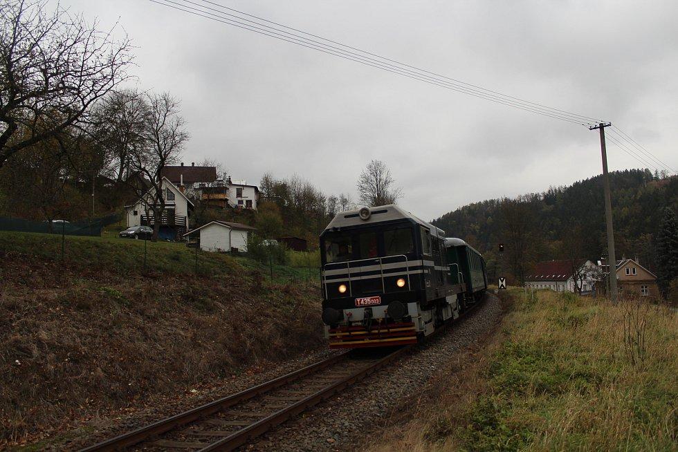 O víkendu 2.-3. listopadu 2019 proběhly na trati z Liberce do Žitavy oslavy 160 let trati. Na snímku zvláštní historický vlak u zastávky Chrastava-Andělská Hora.