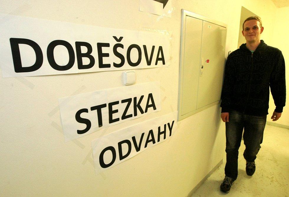 V areálu Technické univerzity Liberec v Hálkově ulici probíhá v těchto dnech Týden neklidu na univerzitách. Studenti tady připravili bezpočet akcí jimiž vyjadřují nesouhlas s vysokoškolskou reformou ministra Dobeše. Rozsáhlá nabídka akcí na univerzitě je
