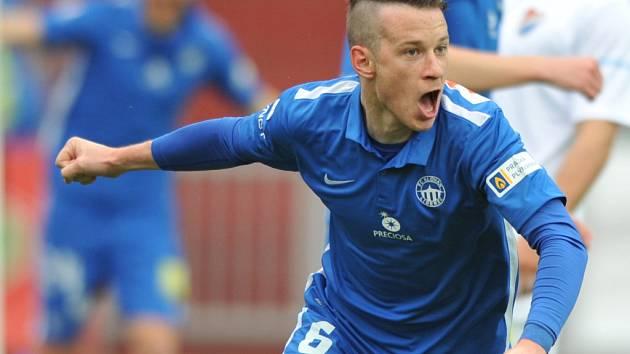 Fotbalový reprezentant Jan Sýkora je jednou nohou ve Slavii.