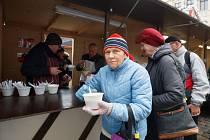 Adventní dýňová polévka se rozlévá před radnicí v Liberci