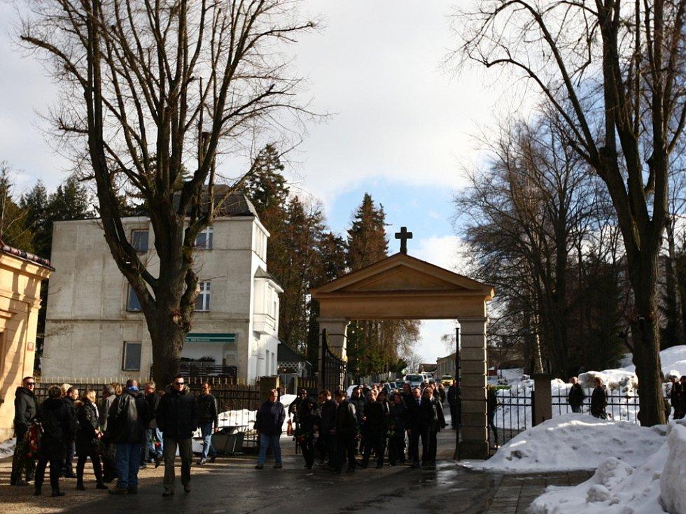 Pohřeb zavražděného taxikáře v Jablonci.