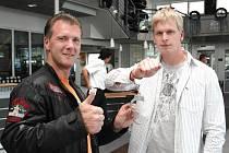 Zdeněk Bradáč s německým policistou Stefanem Köhlerem, který dohlížel na korektní průběh rekordu.