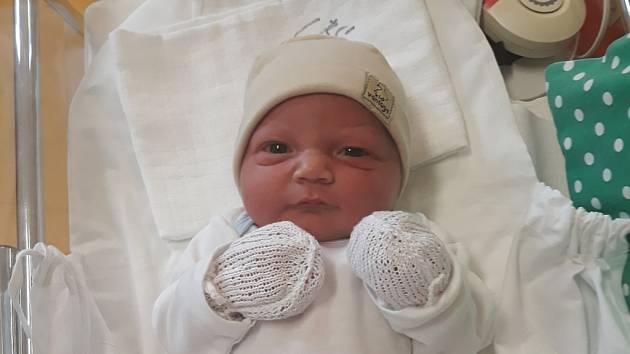 Matyáš Kalina se narodil 23. února v liberecké porodnici mamince Ireně Kalinové ze Šluknova. Vážil 3,9 kg a měřil 52 cm.