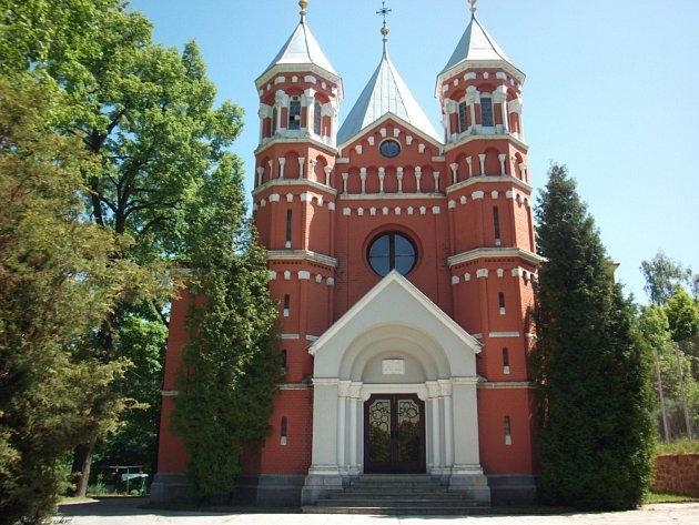 Kostel sv. Vincence z Pauly, Liberečany běžně zvaný červený kostel.