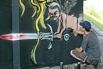 Jsou mladí a talentovaní. Jejich umění ale většinová společnost považuje za vandalství. Writeři používají sprej stejně jako malíř štětec. Výsledek je jenom věcí vkusu.
