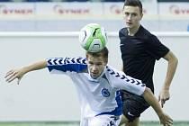 NA TURNAJI V TIPSPORT ARENĚ. V bílém je liberecký hráč U16 Tomáš Koníř.