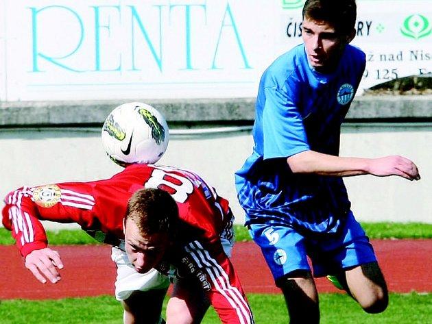 SLOVAN SMETL VIKTORKU. Šest gólů konečně vyjádřilo převahu Libereckých. V modrém je domácí Adam Ondráček.