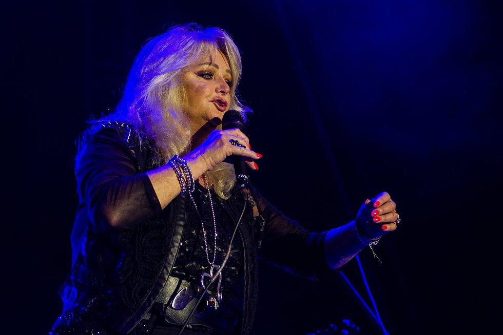 Ve sportovním areálu Vesec v Liberci pokračoval 27. července 26. ročník hudebního festivalu Benátská! Na snímku je zpěvačka Bonnie Tyler.