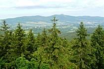 Z 20-metrové rozhledny jsou výhledy na Jizerské hory, Krkonoše, Jablonec nad Nisou a Liberec, ale také Ještědský hřbet.