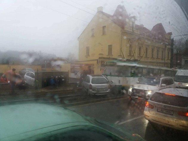 Srážka tramvaje a osobního automobilu ve Vratislavicích.
