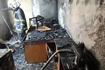 Požár v panelovém domě v ulici Sídlištní ve Frýdlantu.