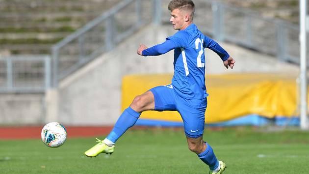 Béčko Slovanu Liberec podlehlo Živanicím 1:4. U míče domácí Dominik Gembický.