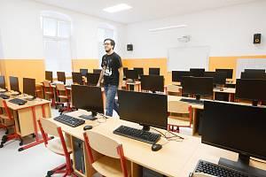Základní škola v Chrastavě je po rekonstrukci.