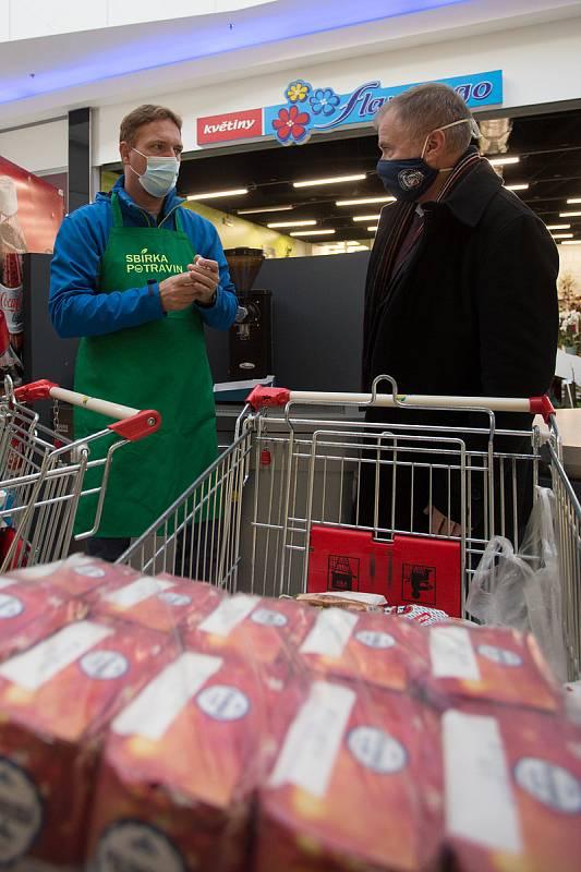 Do 18 hodin trvá ve vybraných obchodech Sbírka potravin.