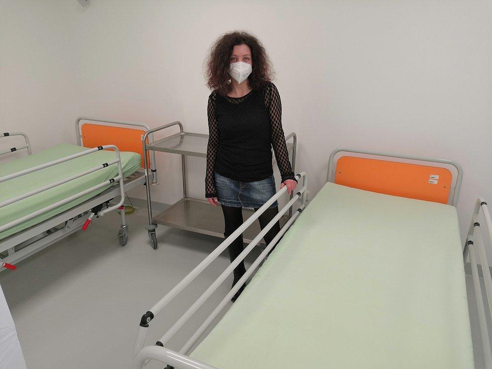 Očkovací centrum v budově D Krajského úřadu Libereckého kraje. Na snímku vrchní sestra Dagmar Gurecká.