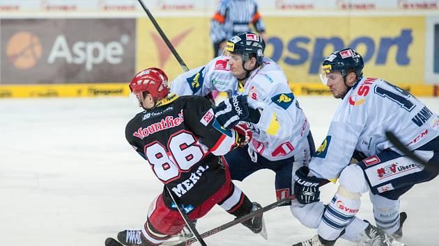 Hokejisté Liberce si doma vyšlápli i na druhý Hradec Králové a po jasné výhře 5:2 přiživili naději na postup do předkola play off.