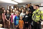 Děti v příměstském táboře Perseus v Chrastavě prožily jedno dopoledne s policisty.