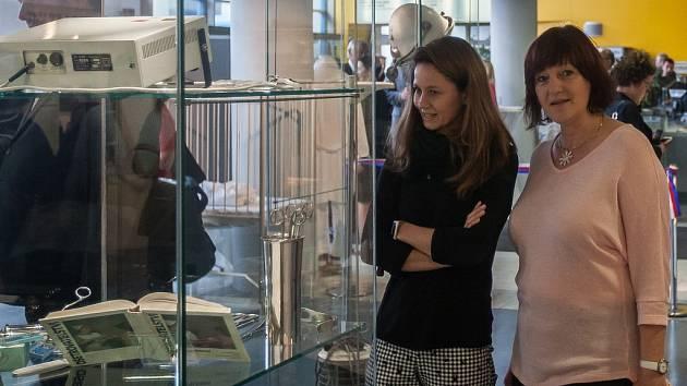 Vernisáž výstavy 100 let v bílém plášti proběhla 5. listopadu na Krajském úřadě Libereckého kraje.
