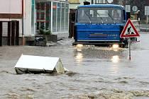 Povodně v Mníšku, zatopené náměstí.