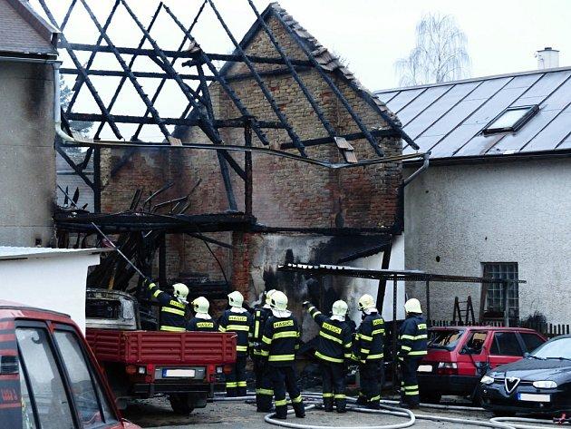 Ve Všeni na Turnovsku hořela autodílna.