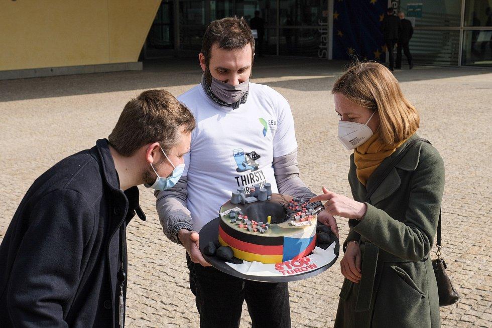 Europoslanci protestovali proti ilegální těžbě v Turówě