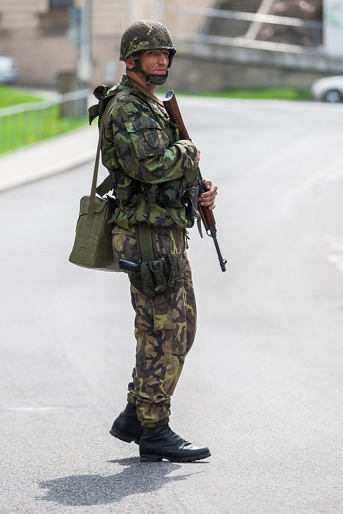 """Hlavní část cvičení """"Hradba 2018"""" vojáků v Aktivní záloze u Krajského vojenského velitelství Liberec začala v úterý 24. dubna."""
