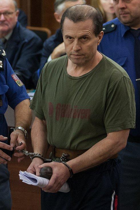 Šetření případu rozsáhlé výroby amfetaminu určeného pro švédský trh začalo 10. října u krajského soudu v Liberci. Na snímku je obžalovaný Luca Luburic.