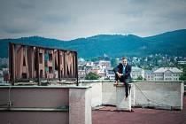 Jeden z nejznámějších hotelů v Liberci Imperial nedaleko nádraží koupil majitel hotelového řetězce a Živnostník roku 2009 Lukáš Pytloun.