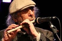 Milovníci jazzu si nenechali ujít vystoupení multiinstrumentalisty Jiřího Stivína. Ten přijel do v sobotu večer do sálu Kulturního centra Střelnice v Turnově, aby vystoupil v rámci Neform Jazz festu 2017.