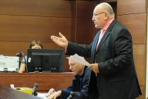 Miroslav Dvořák před okresním soudem v Liberci