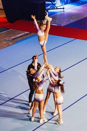 ZLATÉ MEDAILE. Cheerleaders A-stylu iza tyto úctyhodné zvedačky získaly zlato.