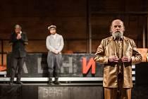 Generální zkouška černé komedie o vzniku rudé mumie, Leninovi balzamovači, proběhla 6. prosince v Malém divadle libereckého Divadla F. X. Šaldy. Premiéra bude 8. prosince. Na snímku vpravo je Václav Helšus jako Lenin.