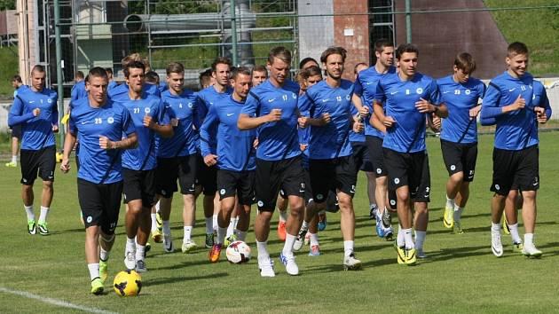 NA TRÉNINKU. Slovan zahájil s více než 30 borci.