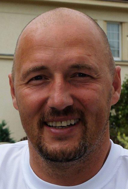 Členem týmu Mateřské a Základní školy pro tělesně postižené je ibývalý fotbalista Luděk Zelenka.