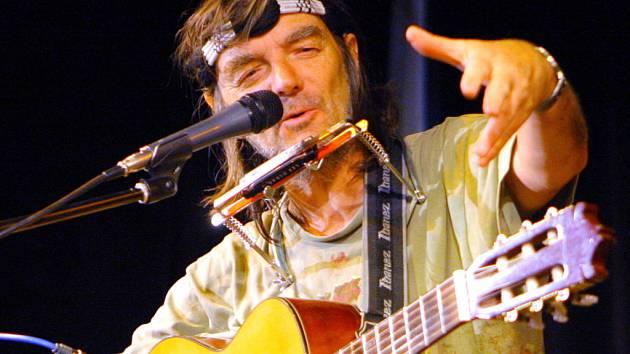 Osobitý písničkář Pepa Nos rozesmával posluchače také ostrou kritikou současných poměrů.